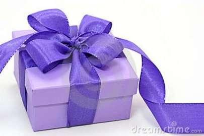 violet-gift-box-3000388